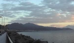 夜明けの由比ヶ浜