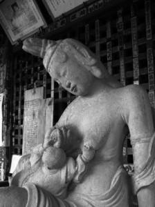 いつ逢いに来ても心の温まる、慈愛に満ちた特別なゾーン。4番・金昌寺。