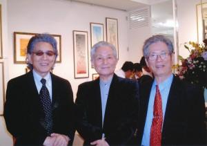 紀行対談トリオ。中央が松永伍一さん。五木夫人の絵画展にて(横浜・2009年撮影)