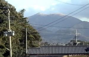 高台の背後には 福知山塊が間近に迫る
