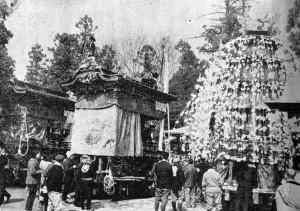 恒持祭の笠鉾と屋台