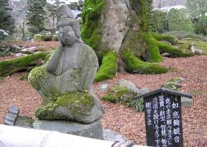 8番札所・西善寺の如意輪観音石像